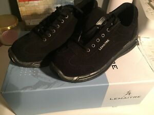 Brand New Women's Work Shoes Size 6