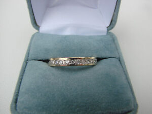 STUNNING WEDDING BAND WITH 11 DIAMONDS