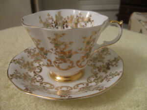 "ELEGANT VINTAGE ""QUEEN ANNE""  BONE CHINA CUP & SAUCER"