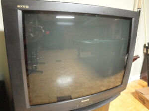 "PANASONIC GAOO 35"" TV - EXCELLENT FOR GAMING!"