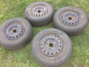 4 pneus d'hiver avec jante en acier 185/65/R15