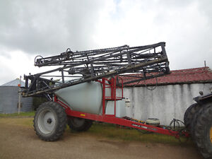 Case IH SRX 160 High Clearance Tow-Behind Sprayer
