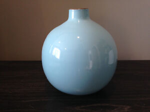 Lucan - (SOLD PPU) Baby Blue Decorative Round Vase London Ontario image 3
