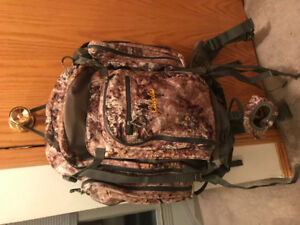 Cabela's backpack with water bladder