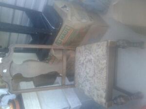 antique  chair ten dollors