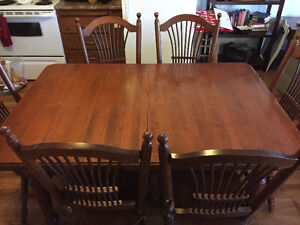 KITCHEN/DINING ROOM TABLE AND CHAIRS - NEED GONE BY WEEKEND!!!!!