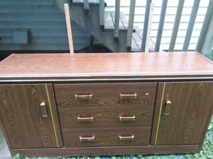 Dresser and side table set