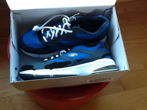 Men's Brand New DrScholls Size 10 Running Shoes