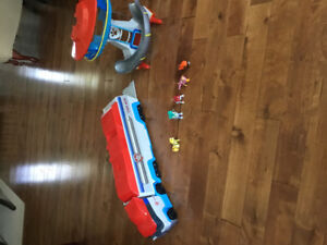 Paw patrol truck and house