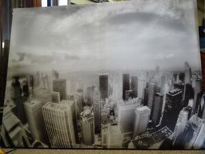 BLACK AND WHITE CITY CANVAS PICTURE