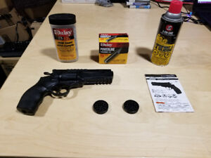 BB Gun With Plentiful BBs and a few CO2 Canisters