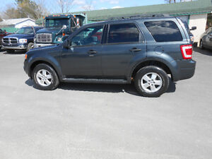2009 FORD ESCAPE 4 DOOR XLT SUV,ONE YEAR WARRANTY INCLUDED