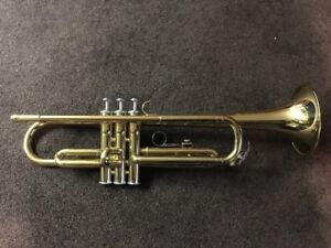 Yamaha Trumpet in MINT condition Comes with black case and mouth