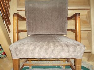 3 VERY COMFY CHAIRS.... OAK London Ontario image 1
