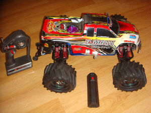 RC TRAXXAS NITRO TMAXX ALMOST NEW PICCO.21 MIDBLOCK ENGINE