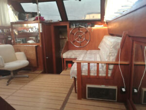 "$3000 discount 38"" for sale & slip in Toronto live aboard Trojia"
