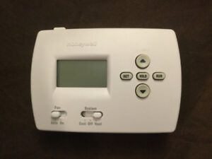 Honeywell RTH4300B Thermostat in great working condition