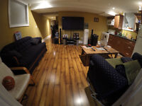One Room Uptown Apartment - Quick walk to Sun Life