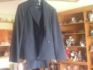 BRAND NEW PANT SUIT OUTFIT Stratford Kitchener Area image 1