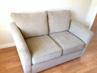 Beautiful Loveseat Excellent Condition