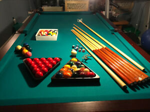 Pool Table for Sale (Mahogany Wood/Leather, incl. accessories)
