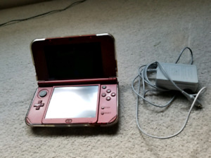New nintendo 3ds XL (used) mint condition Works perfectly