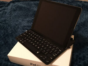32GB iPad Air (WiFi) & Logitech Keyboard & Cover