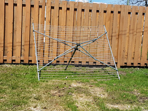 Free standing clothes line