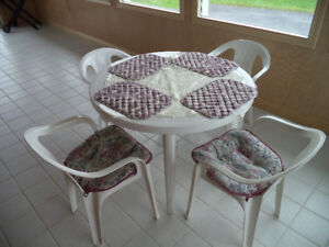 ► PLASTIC PATIO TABLE & FOUR CHAIRS - HIGH QUALITY
