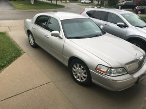 Lincoln Town Car - 2008 -  new Michelin tires - no accidents