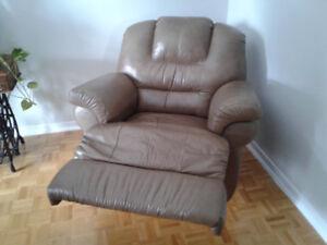 Divan Elran,comprenant sofa,causeuse et fauteuil.