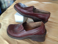 Genuine Hush Puppies - Real Leather - Wedge Heel - Size 8.5