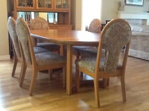 Gorgeous Solid Oak Dining Room Table Set