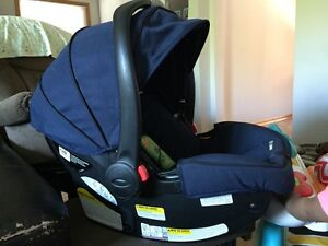 2015 Graco infant click connect carseat Peterborough Peterborough Area image 1
