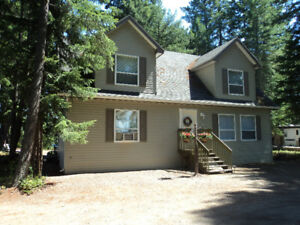 4-Bdrm Cottage at Shuswap Lake