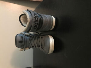 Addidas high top grey/black fure on the inside