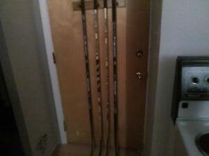 4 bâton de hockey en bois 2 Sher-wood Coffey Leclair et 2 CCM.