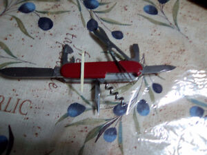 REAL SWISS ARMY KNIFE (OFFICIER) 9 IMPLEMENTS-15.00 FIRM