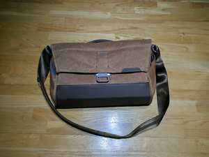 Peak Design Everyday Messenger Bag - Heritage Tan (Camera Bag)