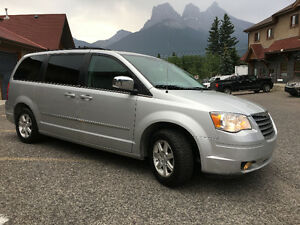2009 Chrysler Town & Country Touring Minivan, CLEAN CARPROOF!