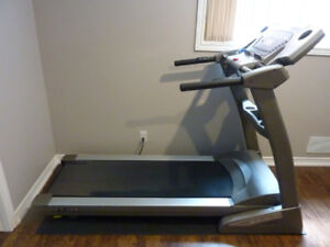 SPIRIT XT 385 HIGH END TREADMILL