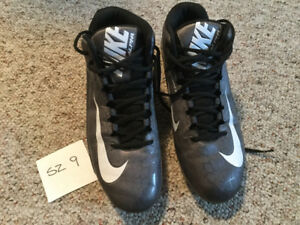 Sz 9 Nike Football Cleats
