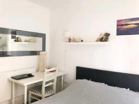 PRIVATE BATHROOM - LIVING ROOM - COMMUNAL GYM
