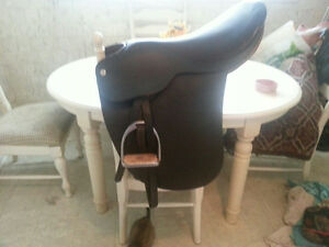 BARNSBY cut back saddle