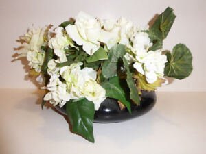 WHITE FLORAL ARRANGEMENT IN A BLACK GLOSSY VASE - NEVER USED