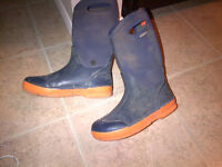 Bogs boots size 6 youth