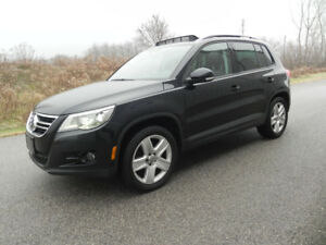 2011 VW TIGUAN HIGHLINE AWD- Loaded! Mint!!
