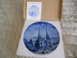 Beautiful Canadian Christmas plates in Boxes