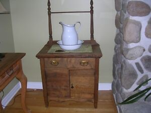 ANTIQUE WASH STAND WITH PITCHER & BOWL.