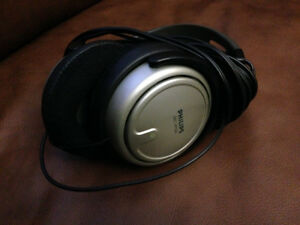 Philips long wire stereo headphones mint